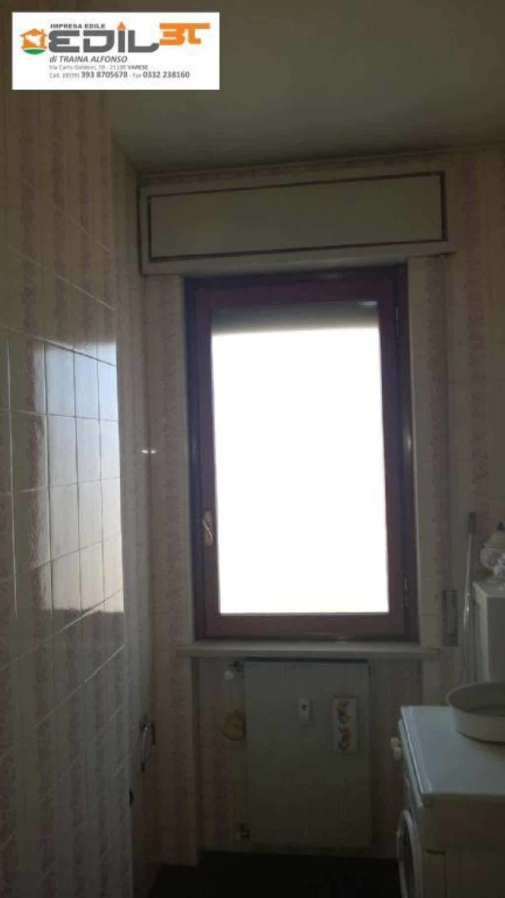 Rifacimento bagno con doccia in muratura e abbassamento in cartongesso e fare...